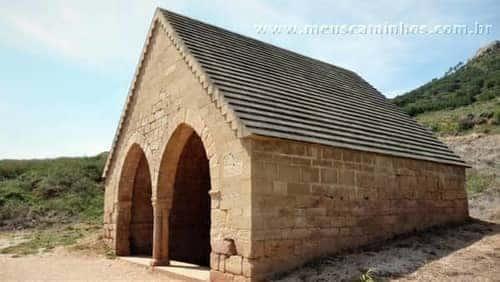 Fonte medieval a 200 metros de Villamayor de Monjardin.